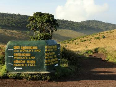 sri-lanka-a-horton-plains-trekking-sign-photo